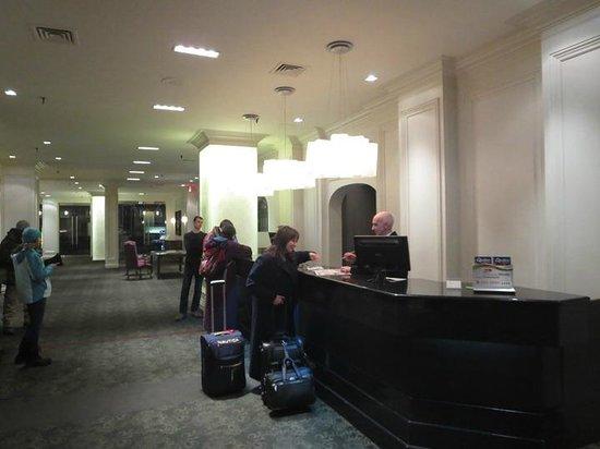 Hotel Manoir Victoria : Reception