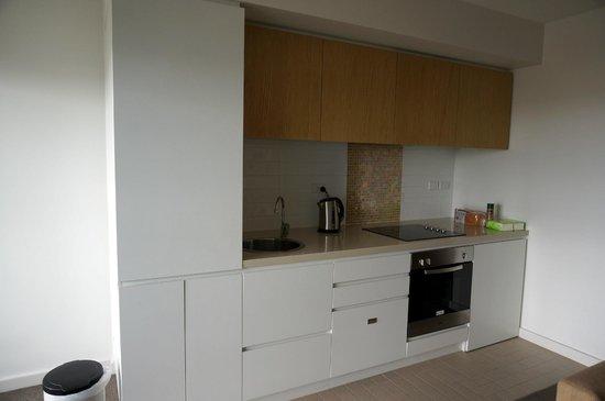 iStay Precinct: Open kitchen