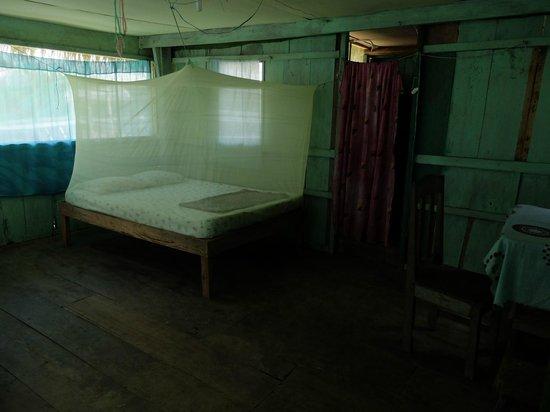 Libertad Jungle Lodge: notre lit avec moustiquaire