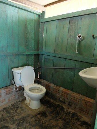 Libertad Jungle Lodge : salle de bains avec toilettes