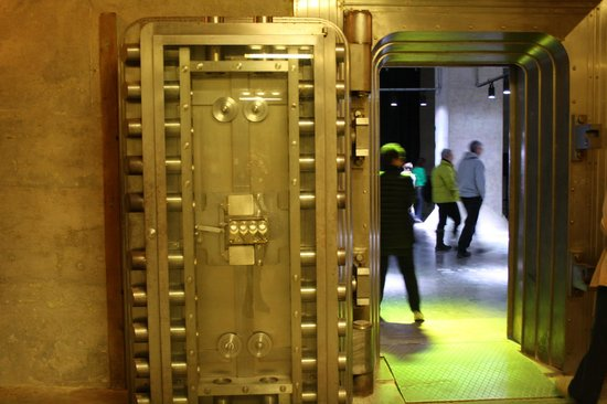 Diefenbunker: Canada's Cold War Museum: Bank of Canada vault