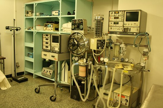 Diefenbunker: Canada's Cold War Museum: Not sure about this old-fashioned medical equipment!