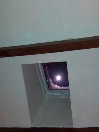 Cross Pipes Cottages: Skylight in the main living area showing the full moon shining through, spectacular
