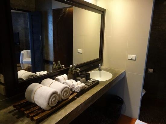The Dewa Koh Chang: bathroom in villa