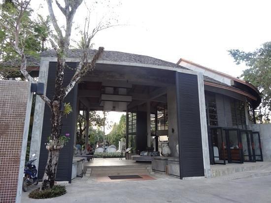 The Dewa Koh Chang: stunning hotel entrance