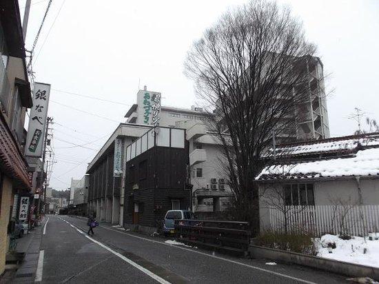 Awazu Grand Hotel Bekkan: 本館(30mほど、徒歩1,2分)