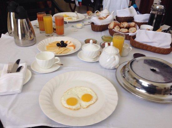 The Residence Mauritius: Petit déjeuner top servi dans la suite !