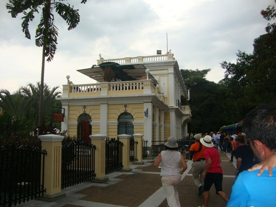 Parque del Cafe: Arriving to the Station