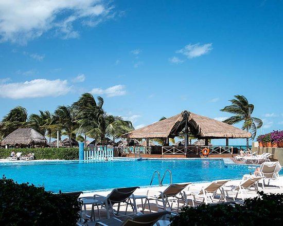 Presidente InterContinental Cancun Resort: Luxurious Pools!