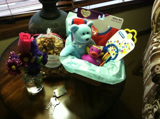 Lucille's Mountain Top Inn & Spa: Babymoon gift basket upon our arrival!  Too sweet!