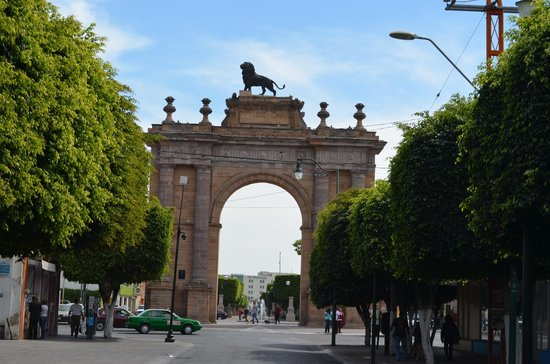 Λεόν, Μεξικό: El Arco visto desde la calle.