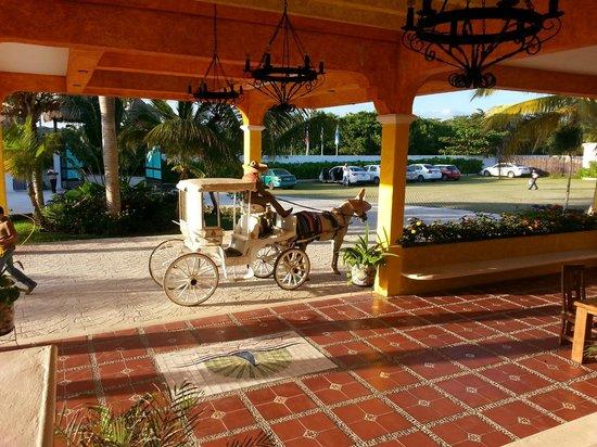 PavoReal Beach Resort Tulum: Carriage at lobby