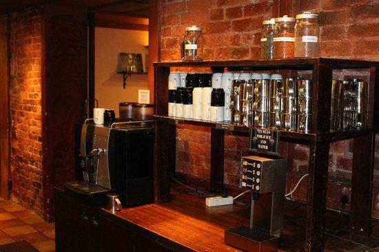 Hotel Katajanokka: Breakfast room complete with tin cups like any good prison
