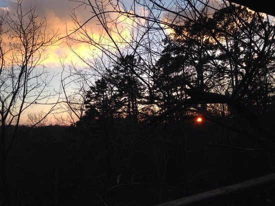 Treehouse Cottages: Sunset from our balcony