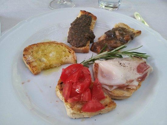 Trattoria Toscana Al Vecchio Forno: crostini misti