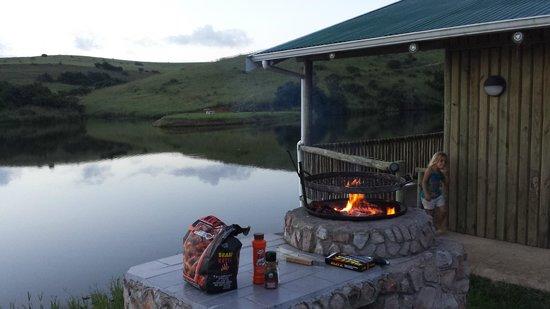 Lake Eland Game Reserve : Braai area next to cabin