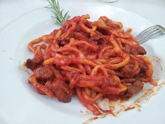 Trattoria Toscana Al Vecchio Forno: pici con ragu' di chianina