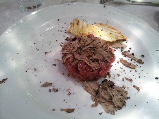 Trattoria Toscana Al Vecchio Forno: tartare di chianina con tartufo