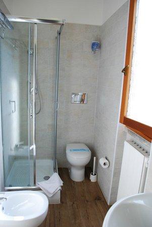 Hotel Palladio: Baño amplio