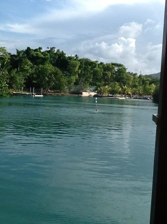 Goldeneye Resort: swimming in the lagoon
