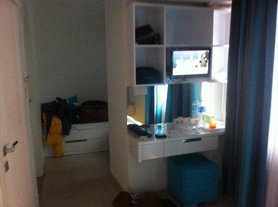 Minel Hotel: Big storage area!