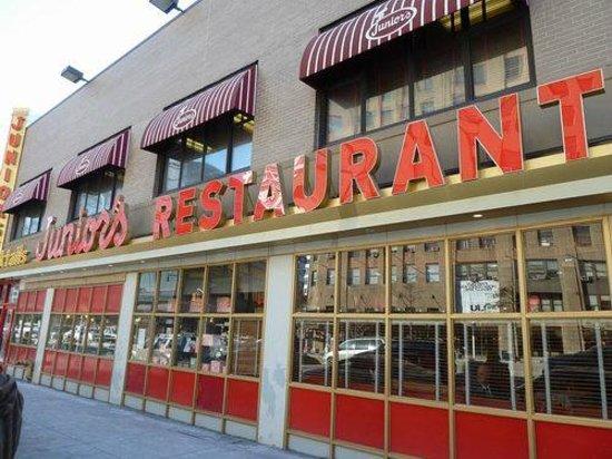 Junior's Restaurant : juniors