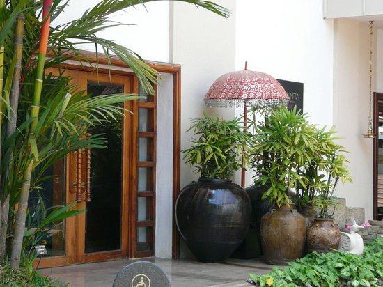 Vivanta by Taj - Malabar: Tasteful furnishing inside and out