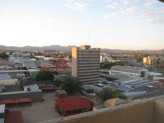 AVANI Windhoek Hotel & Casino: Windhoek vue depuis le Kalahari