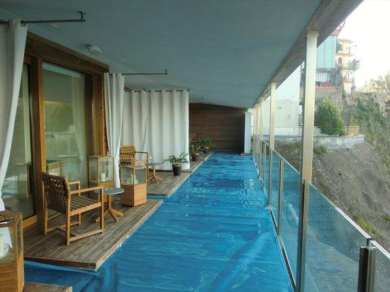 Laqua Charme & Boutique: vista delle terrazze-piscina