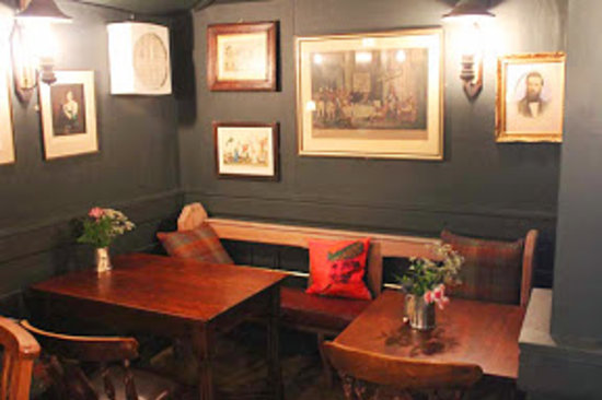 Foresters Arms: Snug Dining