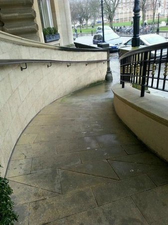 Bristol Marriott Royal Hotel : The very interesting ramp, looks safer than it is.