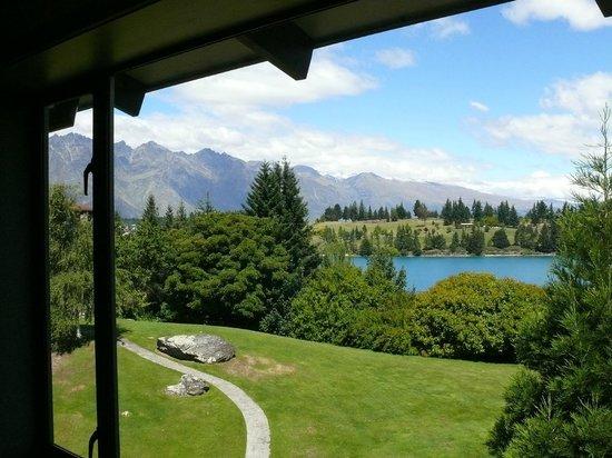 Copthorne Hotel and Resort Queenstown Lakefront: View from bedroom window