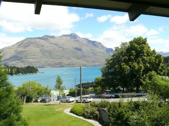 Copthorne Hotel and Resort Queenstown Lakefront : View of the Remarkables