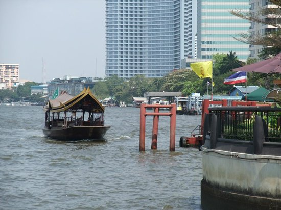 Shangri-La Hotel Bangkok : Hotel boat