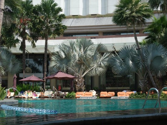 Shangri-La Hotel Bangkok : Shangri-La Wing pool