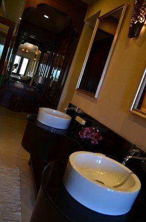 Pawanthorn Samui : Out Bathroom