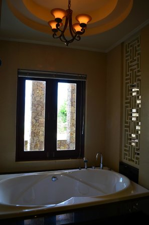 Pawanthorn Samui : A Bathroom
