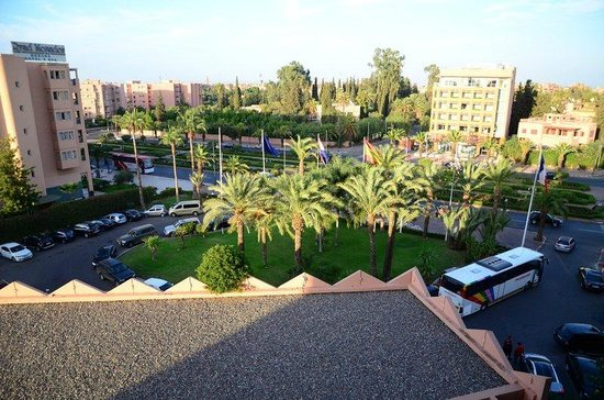 Hotel Atlas Asni : Front view from the open elevators