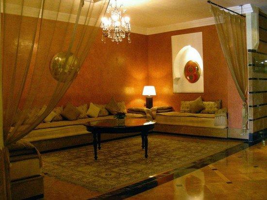 Hotel Atlas Asni : Foyer seating