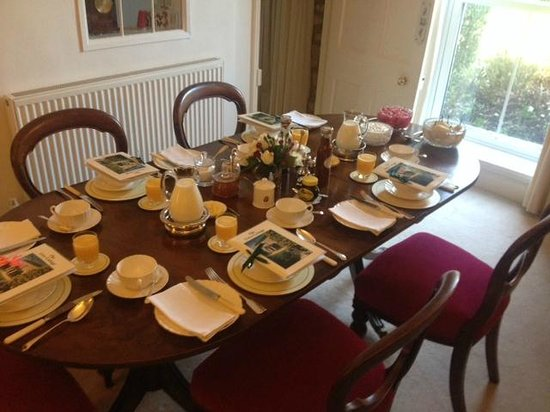 Grey Cottage : Beautifully laid out breakfast table