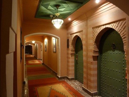 Hotel Les Jardins de l'Agdal: couloir chambres