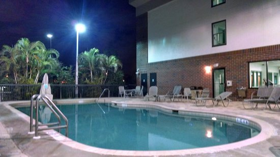 Days Inn & Suites Fort Myers near JetBlue Park: Pool at Night