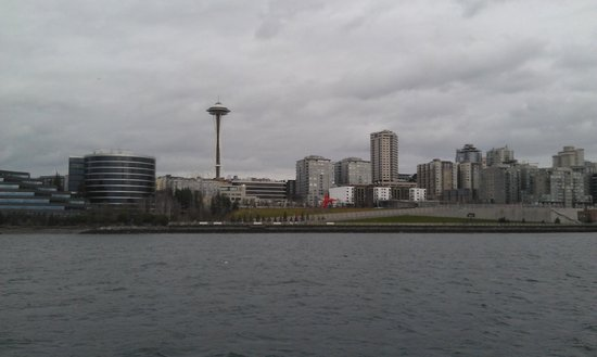 Argosy Cruises - Seattle Waterfront : Seattle Skyline from Boat