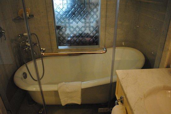 Pera Palace Hotel, Jumeirah: 浴槽