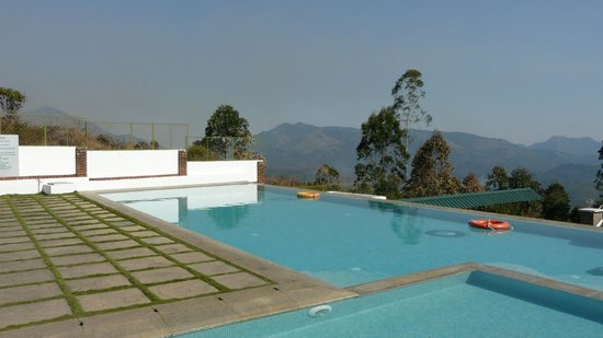 Mountain Club Resort: A swim with a view