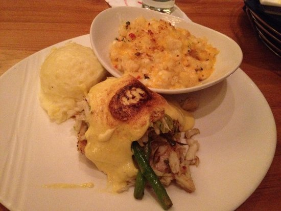 Buzios Seafood Restaurant at Rio: Red Snapper Oscar with Mac and Cheese and Garlic potatoes.
