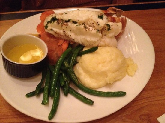 Buzios Seafood Restaurant at Rio: Lobster, green beans and mashed potatoes