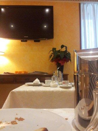 Hotel Tuscolana: La sala colazione
