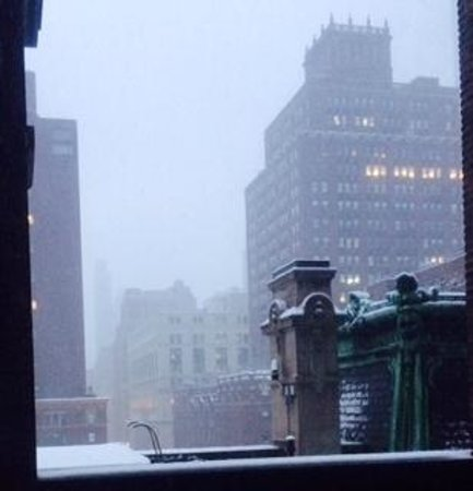 Morgans New York Hotel: Snow Falling on Madison Ave on 02/13/2014