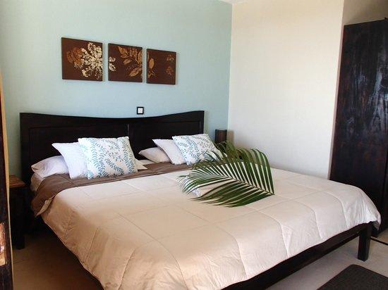 Casa MarBella: vue d'une chambre, lit king
